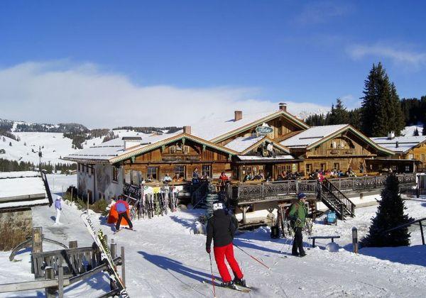 skifahrer_bei_der_einkehr_tirler-dolomites_living_hotel