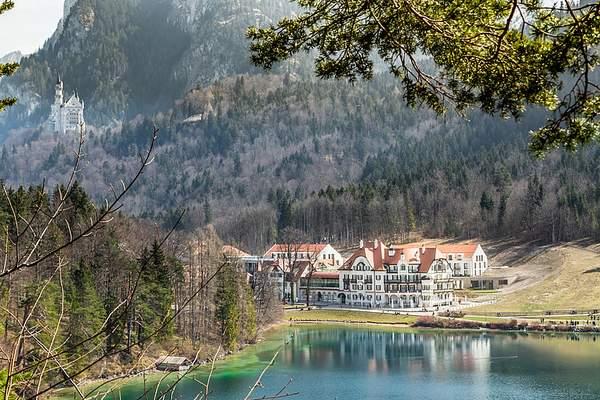 csm_ameron-neuschwanstein-alpsee-resort-spa-aussenansicht-see-schloss_59d08c99f7