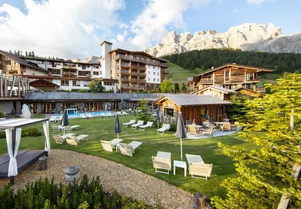 Hotel Fanes - Außenansicht Sommer 2018 © Hotel Fanes