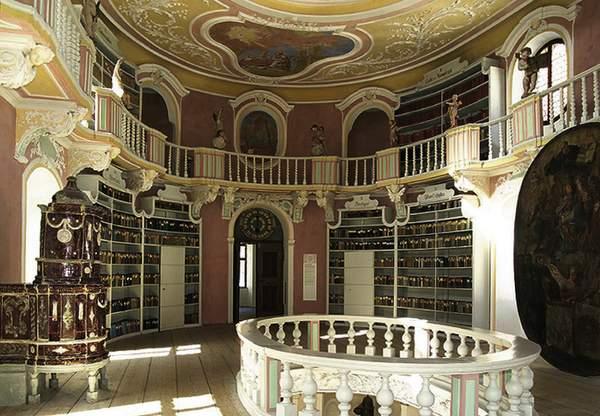 Füssen im Allgäu: Bibliothek im ehemaligen Benediktinerkloster St. Mang.