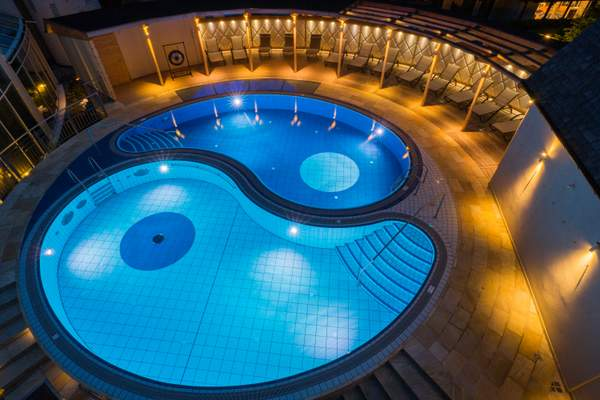 spa10_Yin_Yang_Pool