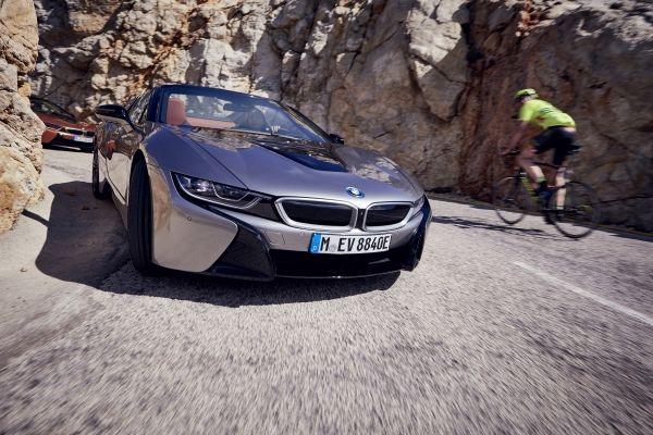 P90301807_lowRes_bmw-i8-roadster-04-2