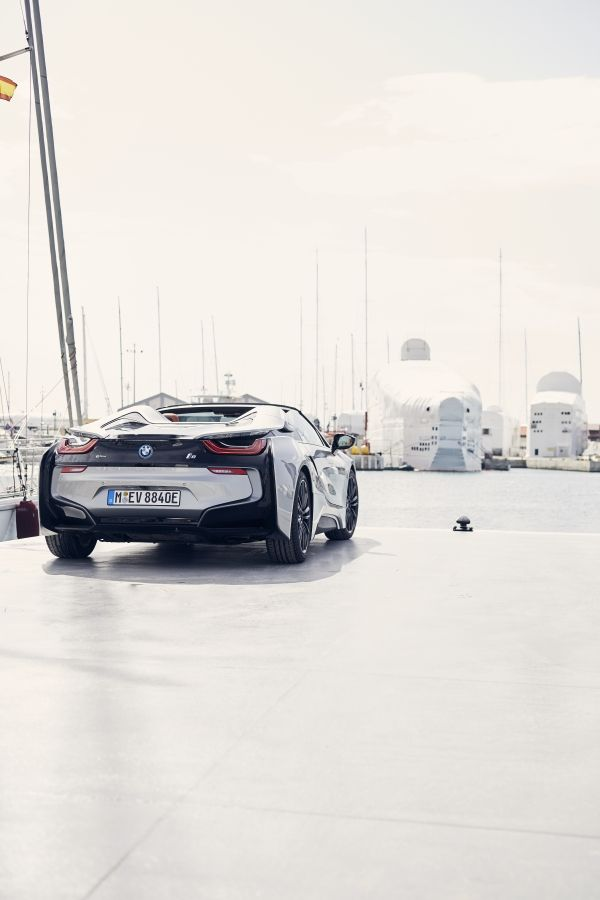 P90301813_lowRes_bmw-i8-roadster-04-2