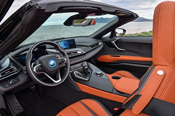 P90301838_lowRes_bmw-i8-roadster-04-2