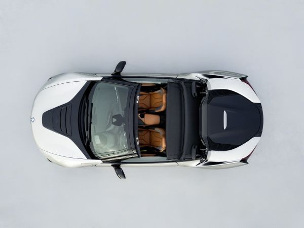 P90301901_lowRes_bmw-i8-roadster-04-2