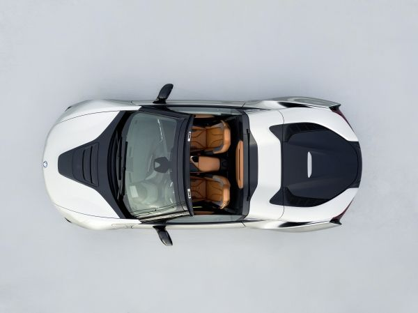 P90301903_lowRes_bmw-i8-roadster-04-2