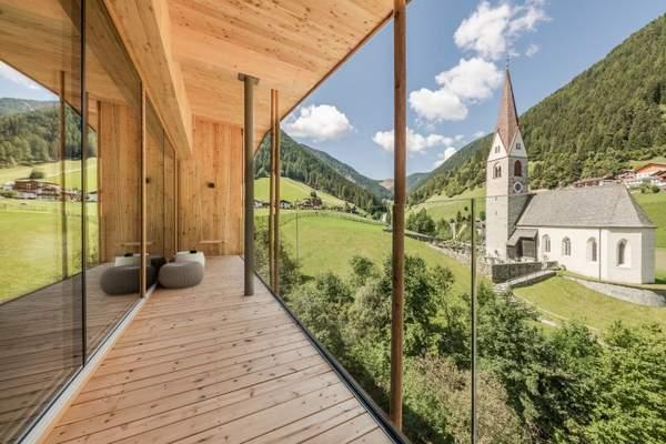 panoramasuite_mit_atemberaubendem_infinitybalkon_naturhotel_rainer